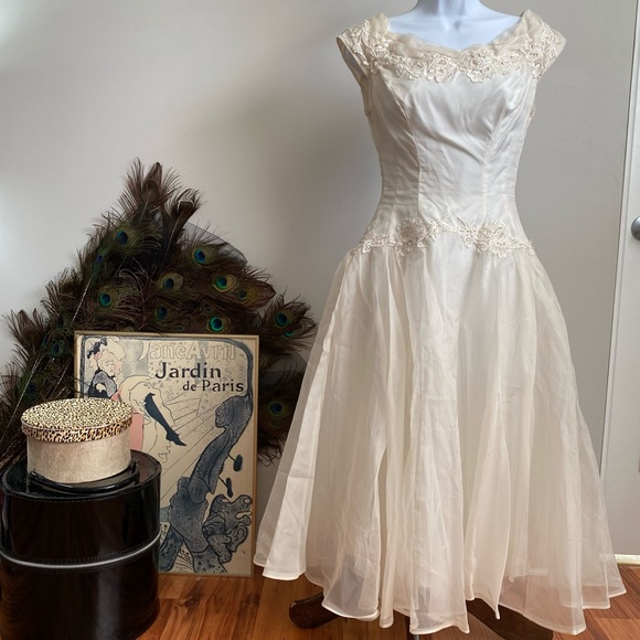 Petite Junior 50s hand detailed wedding dress